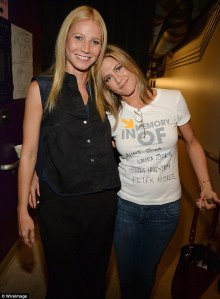 2412606500000578-2874838-pals_the_two_actresses_pictured_at_a_stand_up_to_cancer_event_in-m-44_1418663871896